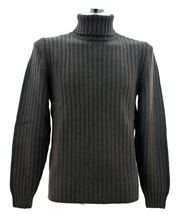 Picture of Brown ribbed turtleneck sweater