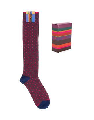 Immagine di calza lunga a pois fluo borgogna