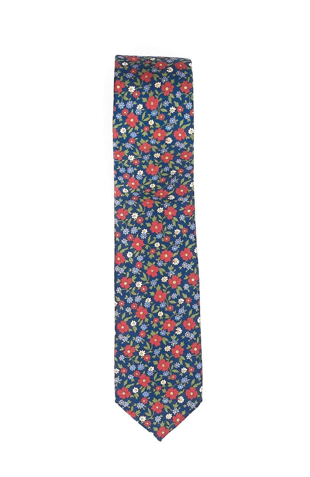 Picture of patterned silk tie