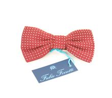 Picture of bow tie with burgundy background