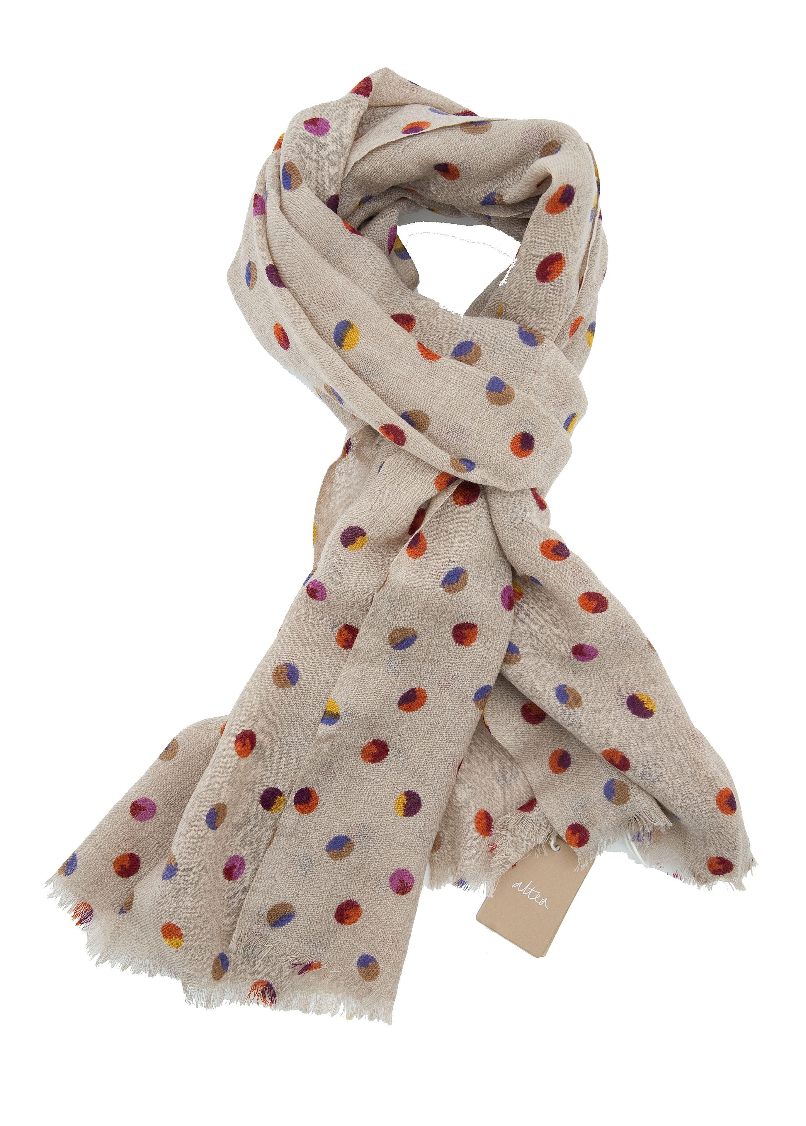 Immagine di sciarpa in lana fondo beige