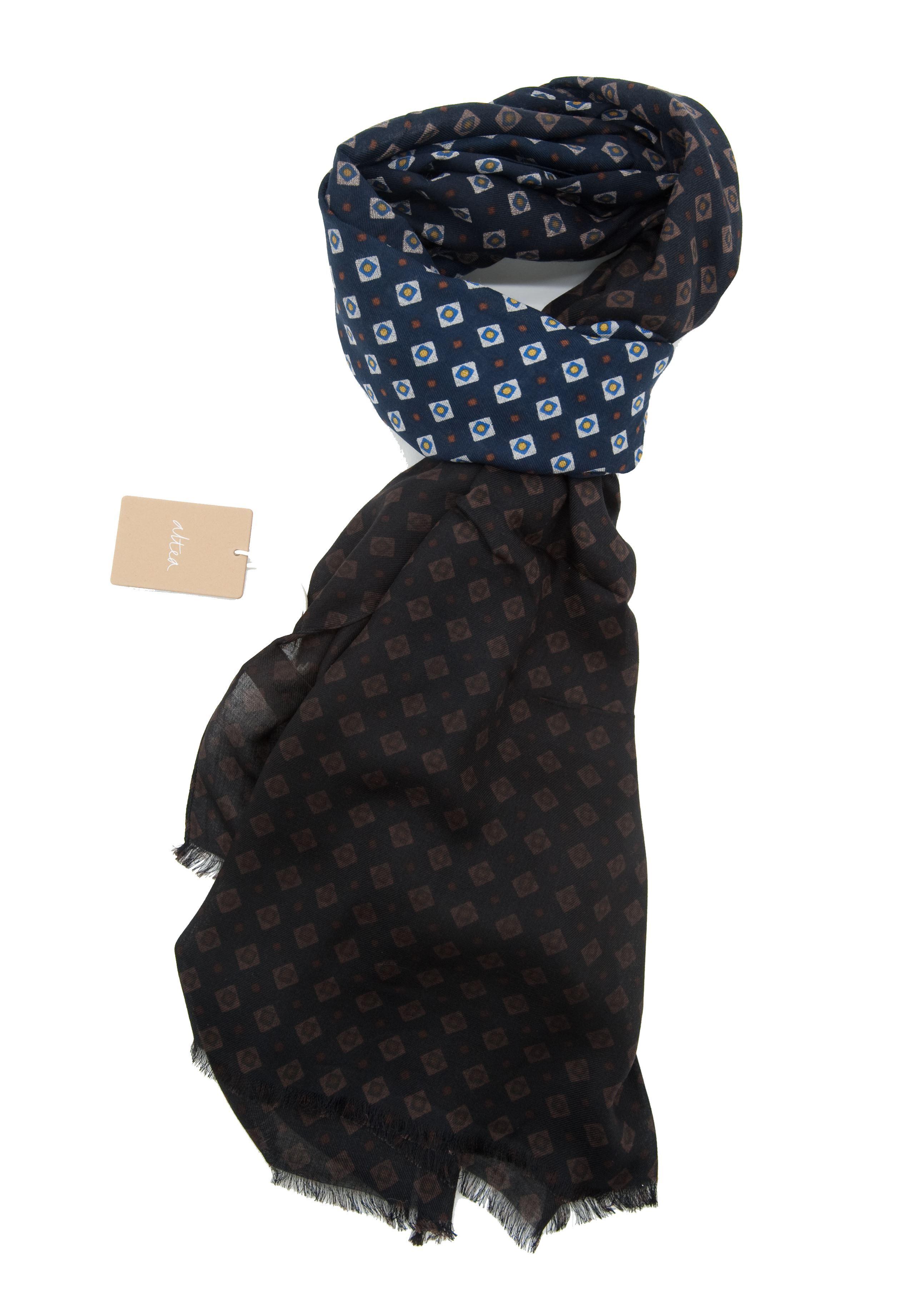 Immagine di sciarpa  in modal fondo blu marrone