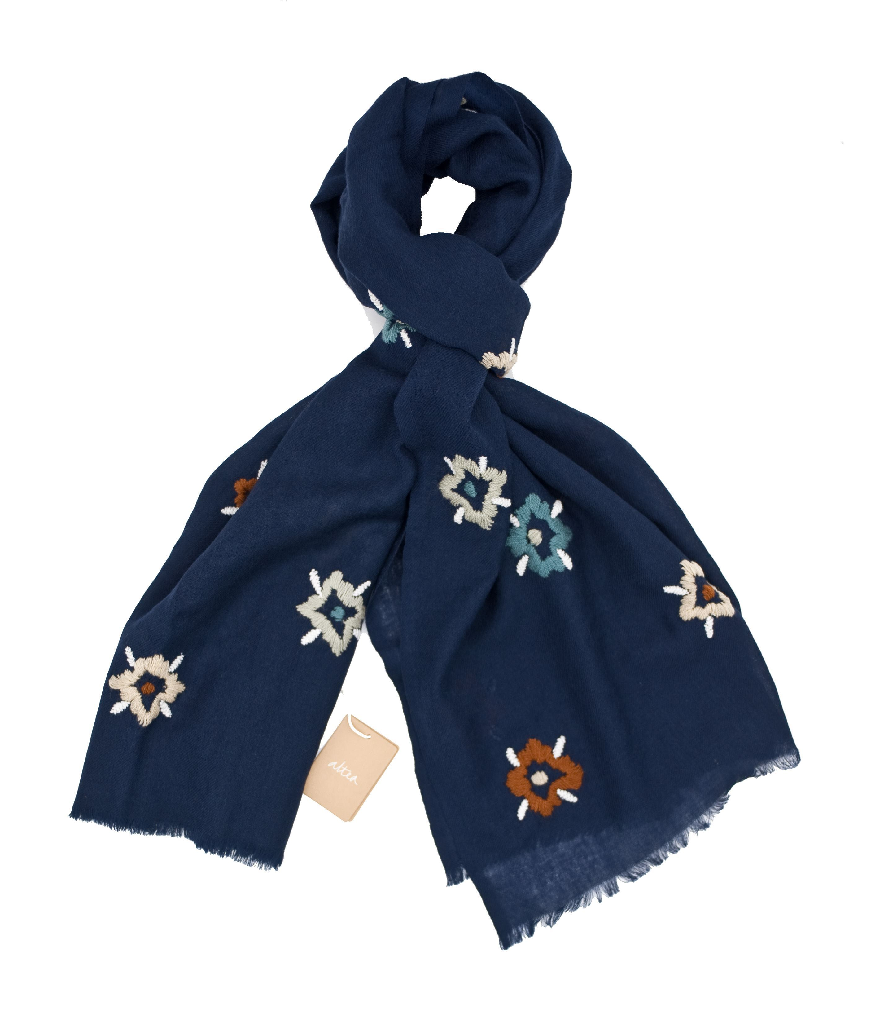 Immagine di Sciarpa in lana fondo blu